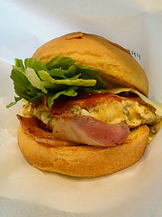 freshness-bacon-omlette-burger